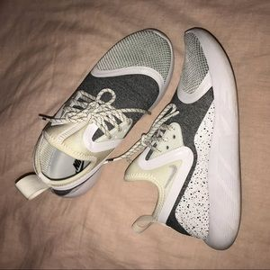 Nike Lunarcharge size women's 6